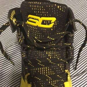 Under Armour Shoes - Black and Yellow Curry 2's